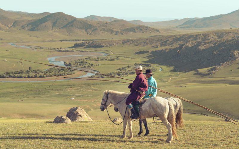 horse-riding-mongolia-high-res