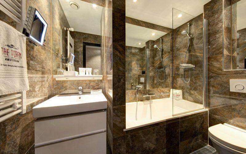 Toren_-_cozy_double_room_bathroom_(1)