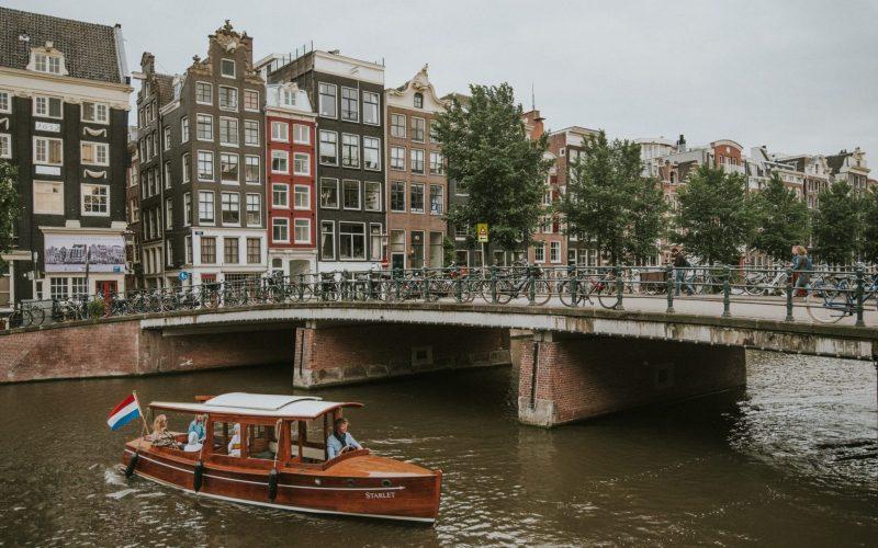 Amsterdam_ronni-kurtz-HHyiPQsXf78-unsplash